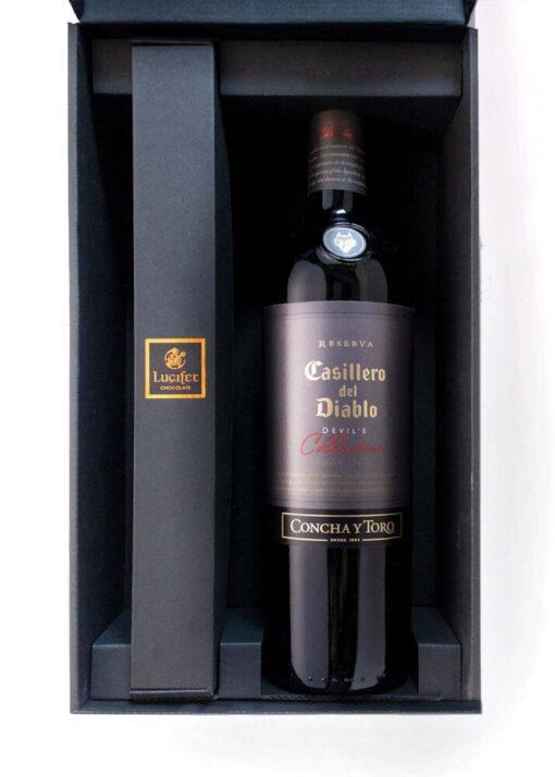 2x vražje, paket naj pralin in vina: odprta škatla